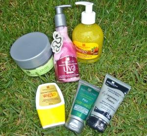 Cremes e óleos para hidratar a pele.